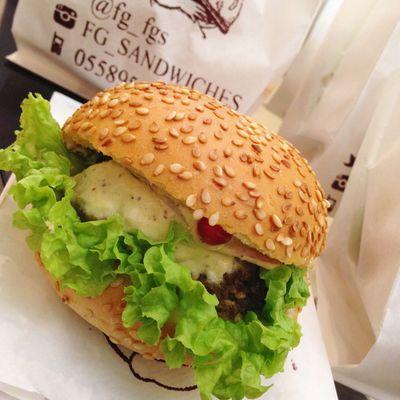 طعامه😋 تصويري  صور لقطة لذيذ الرياض Photo Yummy Picoftheday Hamburger KSA Riyadh Enjoyment