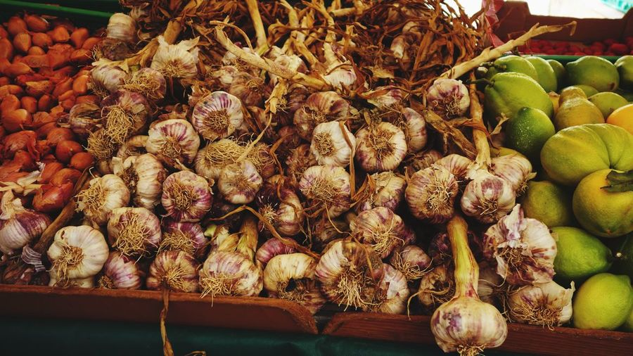 Garlic bulbs For Sale Market Healthy Eating Food And Drink Market Stall Food Freshness Abundance Garlic Garlic Bulb Vegetable No People Day Market Freshness Produce Outdoors