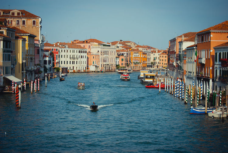 """ Venedig "" Old Town Scenics No People Autdoors First Eyeem Photo Beliebte Fotos Rural Scene Portrait Focus On Foreground Nature Eye4photography  EyeEm Masterclass EyeEm Nature Lover EyeEm Gallery EyeEmNewHere Lifestyles Sunlight Oldtown Naturephotography Nature_perfection EyeEm Best Shots Magic Moments Gondola - Traditional Boat Nautical Vessel Occupation Water Gondolier Cultures Arts Culture And Entertainment Architecture Ancient History Autumn Mood A New Perspective On Life Holiday Moments Capture Tomorrow Moments Of Happiness It's About The Journey 2018 In One Photograph My Best Photo"