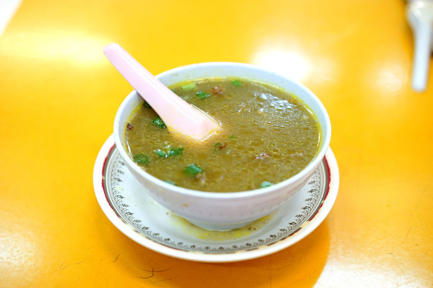 Malaysian local delicacies - Sup Urat (Tendon soup) Local Delicacies Malaysia Truly Asia Malaysian Food Penang Penang Island Penang Food Spicy Spicy Food Spoon Bowl Chives Food Food And Drink Local Food Malaysia Malaysian Penang Malaysia Plate Ready-to-eat Soup Soup Bowl Sup Urat Tendon Soup Tourism Woonhong Food Stories