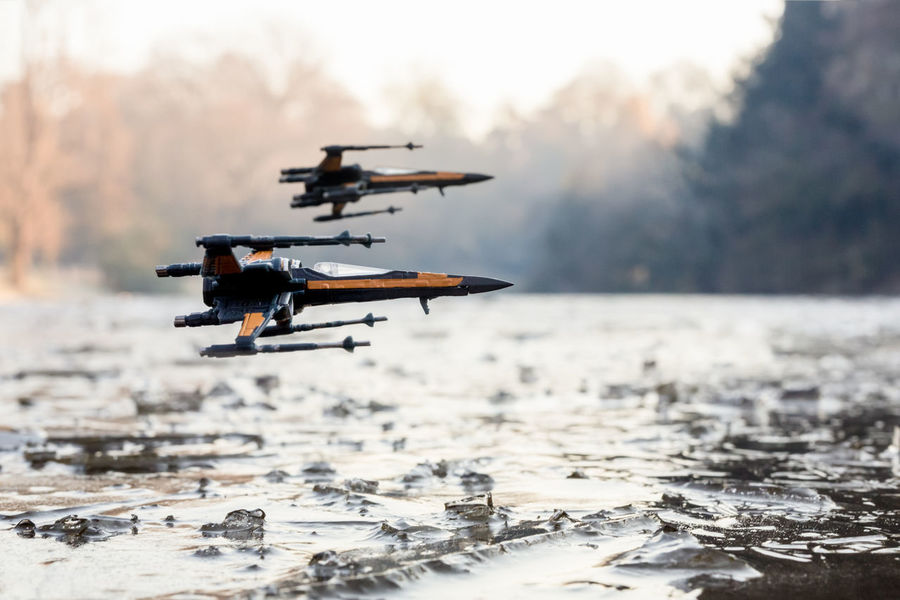 Starwars Xwingfighter Xwing Poe Xwing Fighter The Force Awakens Star Wars Star Wars The Black Series Star Wars The Force Awakens The Black Series Parc Des Buttes-Chaumont The Force Pilot Paris Lac Gelé Glace Hiver Winter Flying