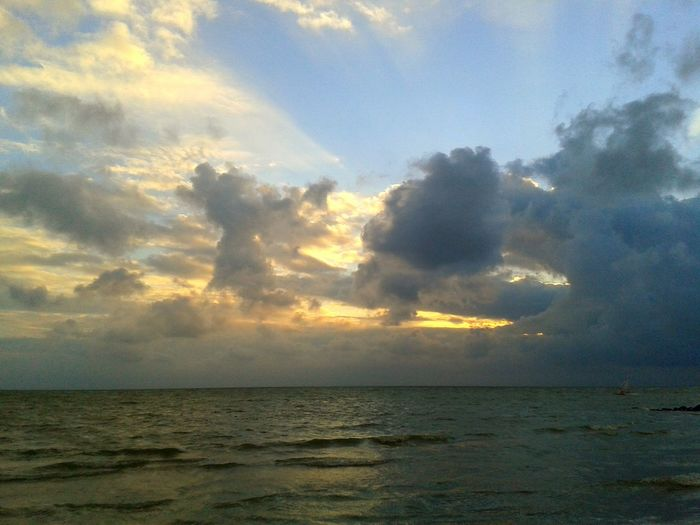Himmel Und Wolken Sonnenuntergang am Meer