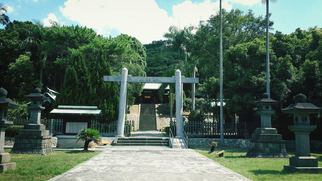 1937年日本設計建造,當時為日本神社。1946年台灣光復改祀戰亡烈士。現今為國家三級古蹟噢…