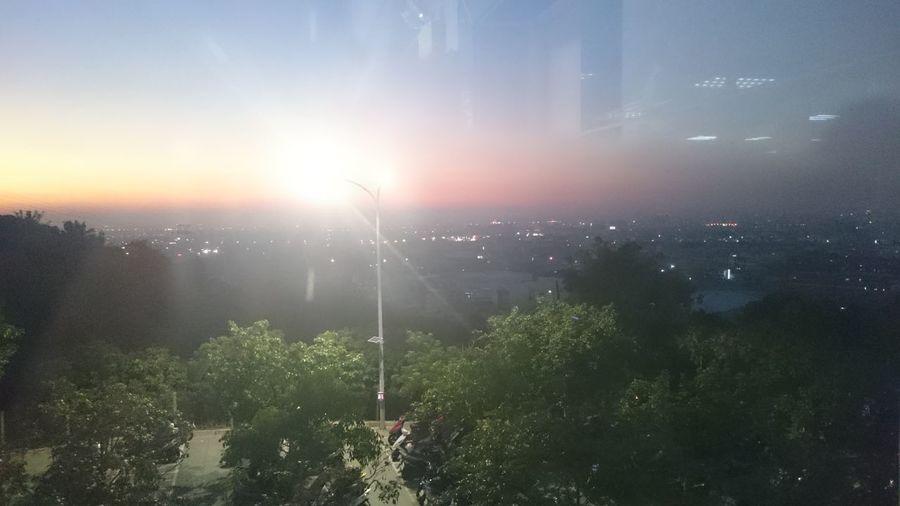 夕陽隨我來,z3在路燈這麼亮的情況下還能拍到夜景,真棒