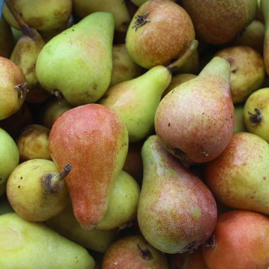 Pears Market Close-up Closeup Farmer Market Food Fruit Healthy Food Healthy Fruit Heap Large Group Of Objects Market Organic Organic Food Pear Pears Pile Retail  Ripe Ripe Fruit