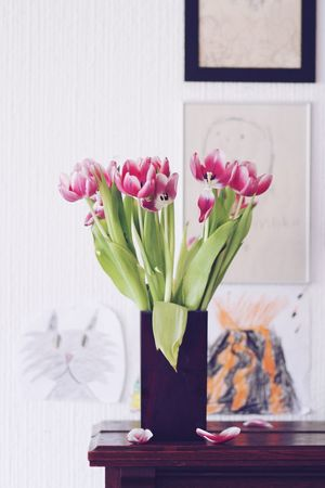 Bouquet Cat Children Drawing Flower Arrangement Fragility Interior Design Interior Style Living Room Piano Still Life Tulips Tulpen Vase Volcán Wall Decoration TakeoverContrast