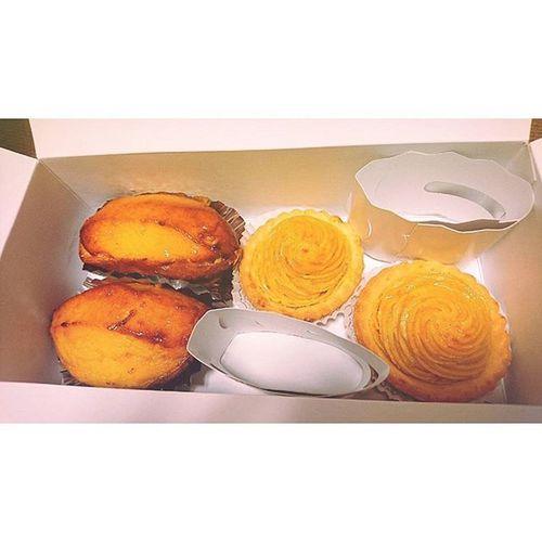 ∴美味しそうだったので、つい買っちゃいました。 松蔵ポテト おっきい スイートポテト 安納芋タルト さつまいも 大好き 池袋 駅 西武 Matuzopotato Bigsize Sweetpotatocake Satsumaimo Love Delicious Ikebukuro Station Seibu