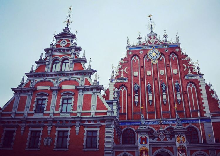 Where Christmas Tree was born! Architecture Building Exterior Legend About Latvian Origins Christmastree Christmas Tree Culture Tradition House Of The BlackHeads Houseoftheblackheads High And Red Palaces Built Structure Low Angle View Travel Destinations Riga EyeEmNewHere