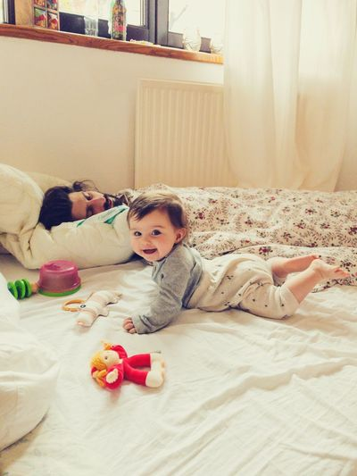 baby and daddy in the morning Waking Up Morning Parenthood Toddler  Looking At Camera Smiling Happy Playing Baby EyeEm Selects Furniture Childhood Bed Child Indoors  Domestic Room Lying Down Full Length Bedroom Toy Relaxation Home Interior Real People Innocence