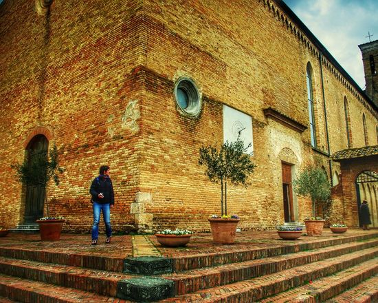 Italy San Gimignano Urbanphotography Olive Tree Stairs Geometry Stairs Historic City Medieval Architecture Brickstones Brick Building Brickwork  Sightseeing Church Flowerpots Terracotta