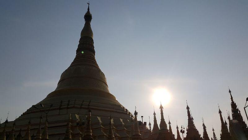 Shwedagon Pagoda Pagoda Shwedagon Myanmar Yangon, Myanmar Ancient Pagoda Note4 Photography Sunset Silhouettes Sunshine Flarelight