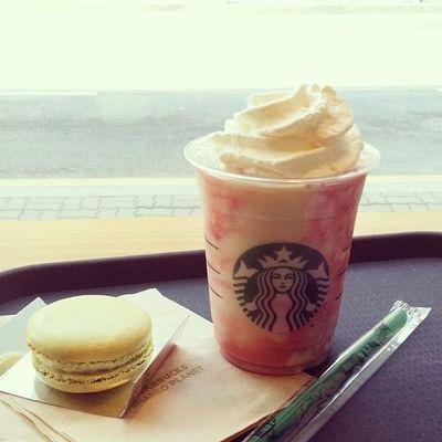 스타벅스 스벅 Starbucks 딸기 딸기프라푸치노 프라푸치노 맛스타그램 먹스타그램 foodstagram instasize instadaily daily 줄넘기500번하고 20분걷고 힘빠져있어서 당보충