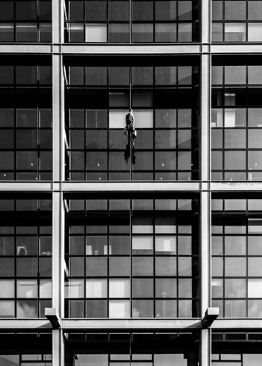 architecture, built structure, building exterior, building, window washer, real people, men, cleaning, danger, risk, window, city, full length, modern, outdoors, day, one person, people