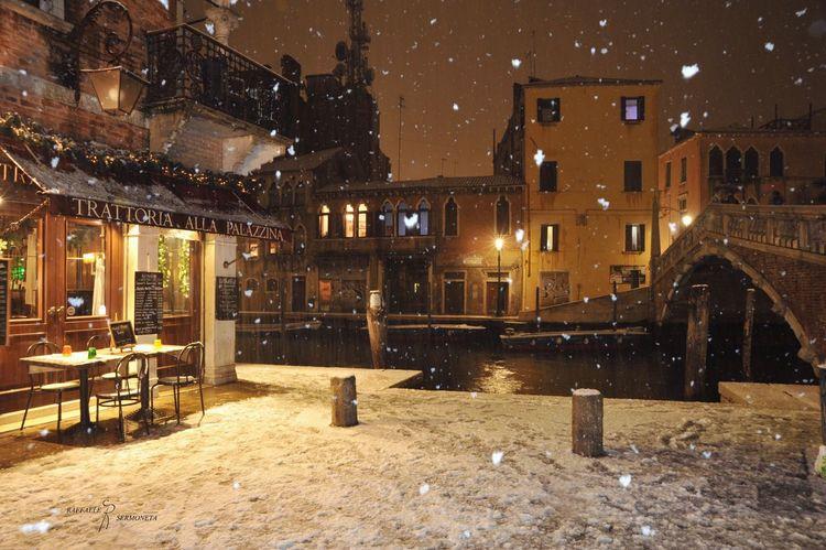 Been There. Venice, Italy Winter Ristorante City Life Illuminated City Night Nikon Building Exterior Outdoors Nikonphotography Nightphotography The Architect - 2018 EyeEm Awards