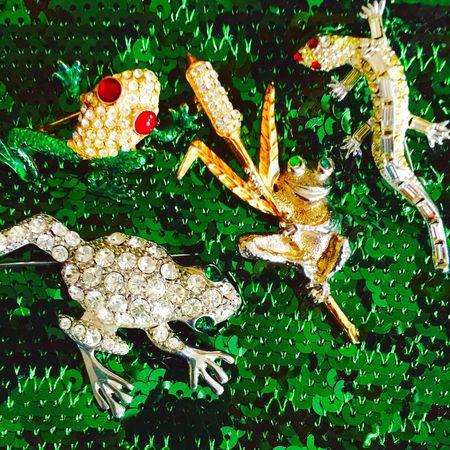 Amphibians. Vintagejewelry Jewelry Vintage Jewelry Jewelryphotography Vintage Style Vintagepin Rhinestones Sequins Pins
