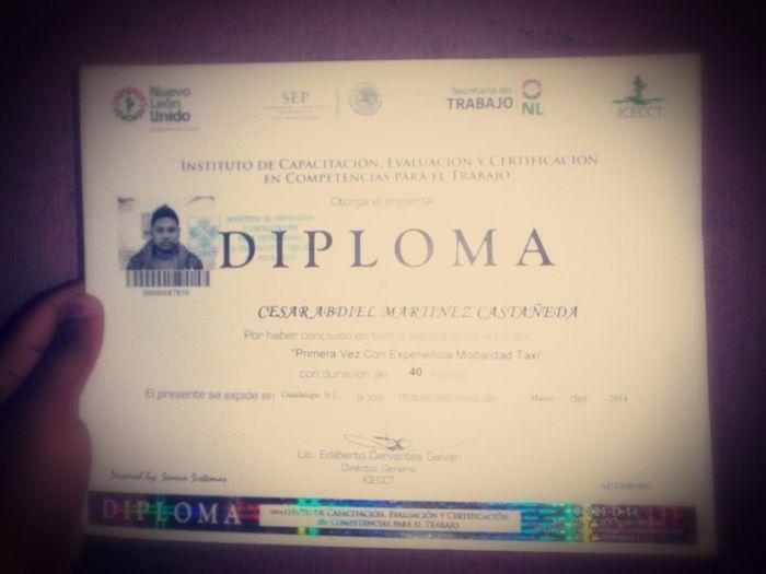 Aqui con un diplomita tranki ahora si se conducir :D jojoko BuenConductor NuevosPlanes DiosFiel