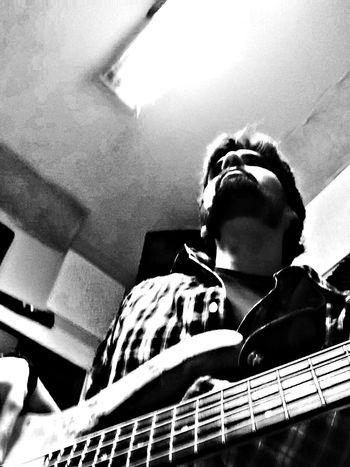 Movilgrafias Music Bass Iphone5s listos para el sábado!!!!
