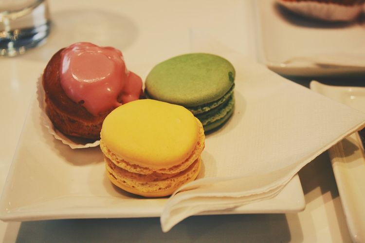 Close-up of macaroons in tray