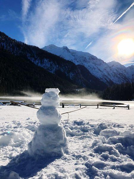 Snow Snowman Schneemann Scenics Frozen Tranquil Scene Sky Non-urban Scene White Color Mountain Range Outdoors Day Cold Landscape Snowcapped Mountain