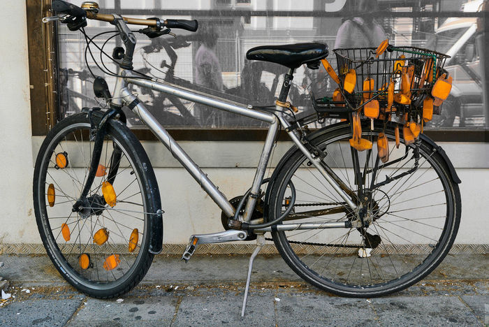 Bicycle Transportation No People Day Outdoors Streetart Urban Germany München Munich Urbandevelopment Neighbourhood HighResolution Fahrräder Hippie Security Measures Reflect Hipster Alternative Urbantransport Ecology Healthy Lifestyle Parking Bike