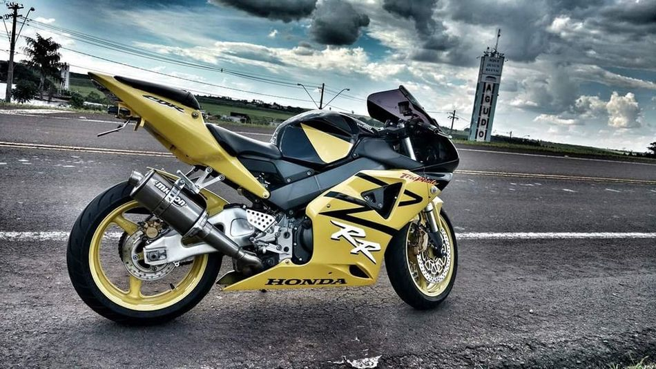Like a yellow star, shining on the road, fastest as I can, running for our sky... Yellow Star Cbrfireblade Motorcycles Racebike