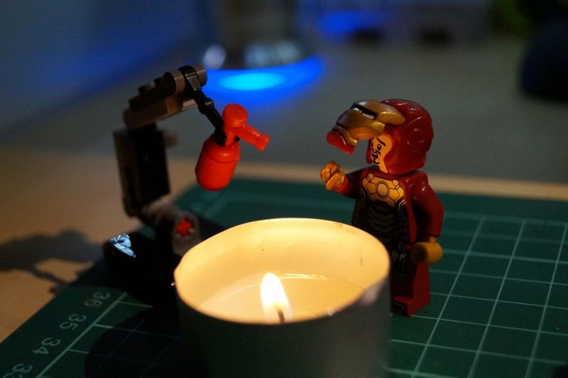 sh!t ! tried gluing ironmans broken hand several times. at least i tried welding it ... ehhhhh ... Battlefield Injury... OR the story of: be careful on xmas with fire and candles, not everybody got a fire dummy robot at home :) LEGO Superheroes
