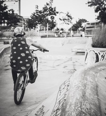 Luvwhatyoudo Dowhatyoulove  OurLifeStyle Modernlife Sportsphotography Mountainbiking Riding Rear View On The Move Leisure Activity Day Outdoors Skatepark Harbourside Shredded Canonphotography FlexoGrafie