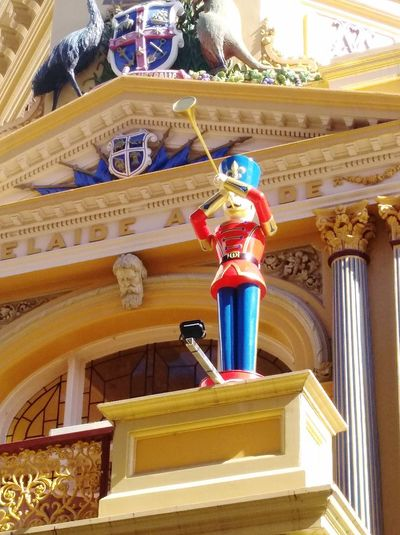 Streetphoto_color Adelaide S.A. Statues/sculptures Sculptures/statues Sculpture Coat Of Arms Gold Colored Trumpet Tin Soldiers Tin Soldier Adelaide Arcade AdelaideArcade Taking Photos No People Check This Out Streetphotography Rundlemall Adelaide, South Australia Rundle Mall Street Photography No People! Adelaide Architecture Building Exterior Built Structure Human Representation Statue Male Likeness