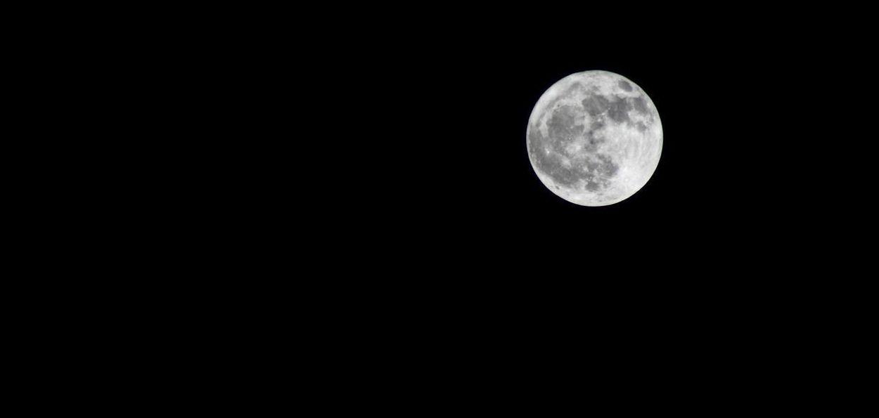 Moon Luna Mund Atmosphere Mood Moonlight Darkness Eye4photography  EyeEm Best Shots - Nature Outerspace Space Universe Satellite Sky Dark Sky