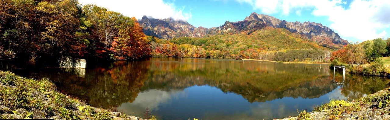 信州戸隠 鏡池 朝方は雲が多かったですね。風も昼には止んで 見頃の 紅葉 が 映し出されました🍁 Fall Beauty Lake Autumn Colors Autumn Collection Autumn Leaves Arte_of_nature Exclusive Shot EyeEm Nature Lover EyeEm Best Shots