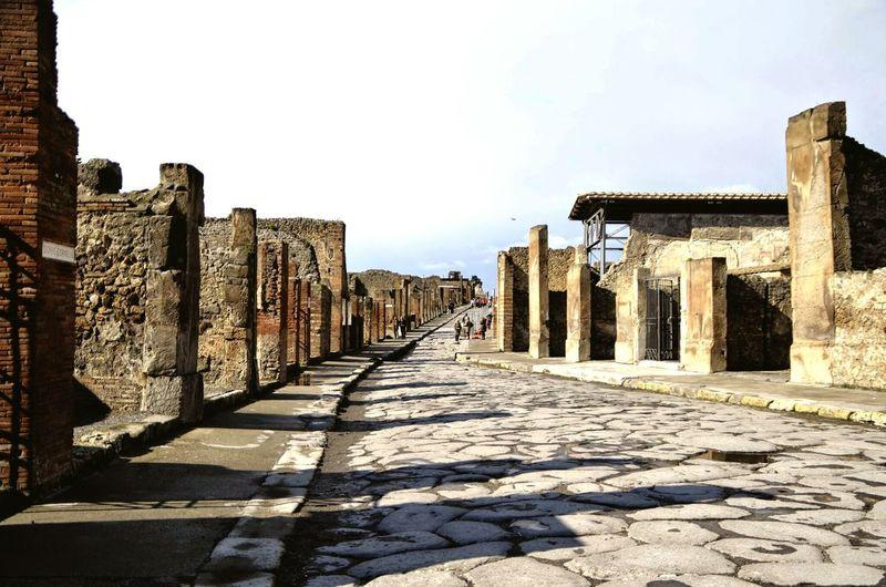 Pompeya main street Pompeii  Napoli Napoles Italia Roman Ruins