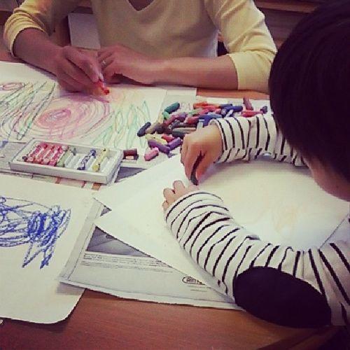 出張親子のTシャツ教室のヒトコマです。まずは、塗り絵やお絵かきをしてから、下絵づくりをします。モニターも募集です♪ ワークショップ 親子教室 ハンドメイド子供服 ハンドメイド