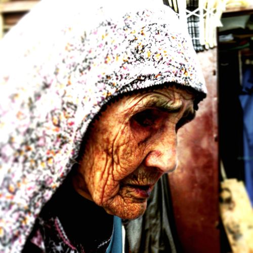 Marocco 2014 i segni del lungo cammino che scorrono nel viso di questa anziana donna marocchina possono solo far immaginare la bellezza del Marocco