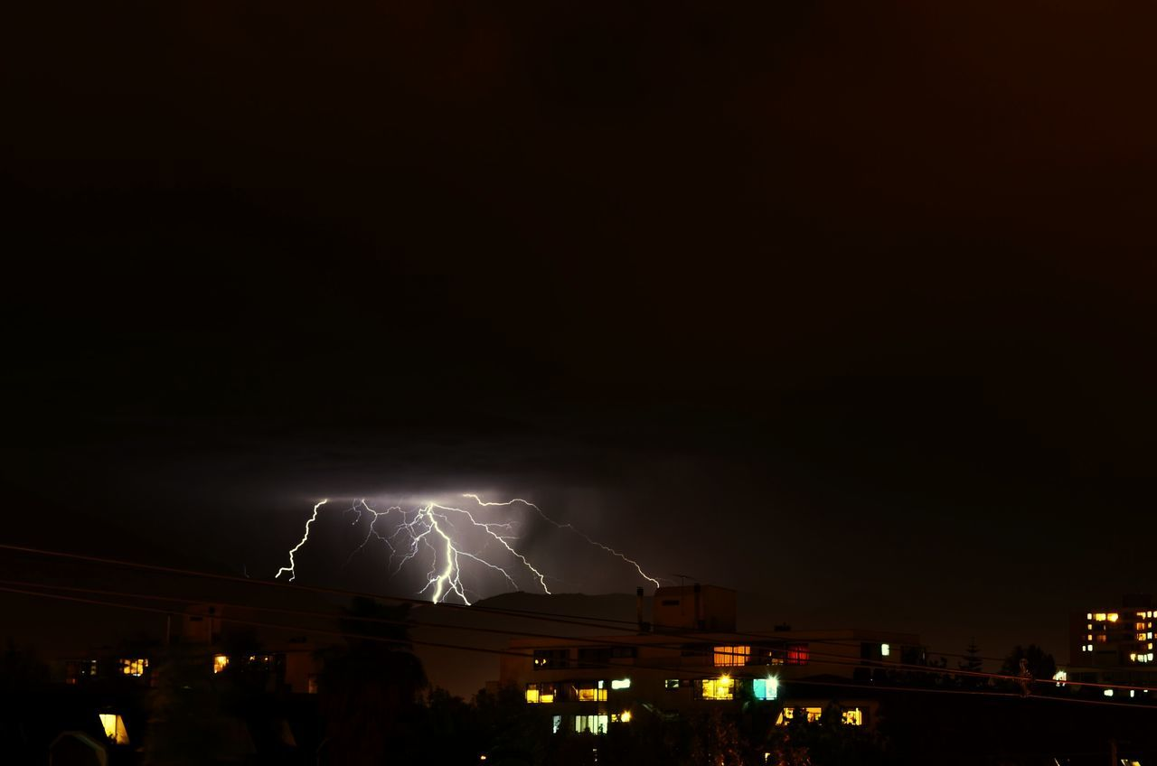 night, illuminated, built structure, lightning, building exterior, forked lightning, power in nature, architecture, copy space, outdoors, sky, city, thunderstorm, cityscape, no people, nature, beauty in nature
