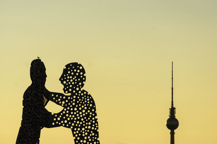 Molecule Men sculpture with TV Tower at sunset Berlin Germany 🇩🇪 Deutschland Molecule Men The Week On EyeEm Architecture Building Exterior Built Structure Clear Sky Color Image Communication Copy Space Day Human Representation Low Angle View Nature No People Outdoors Silhouette Sky Statue Sunset