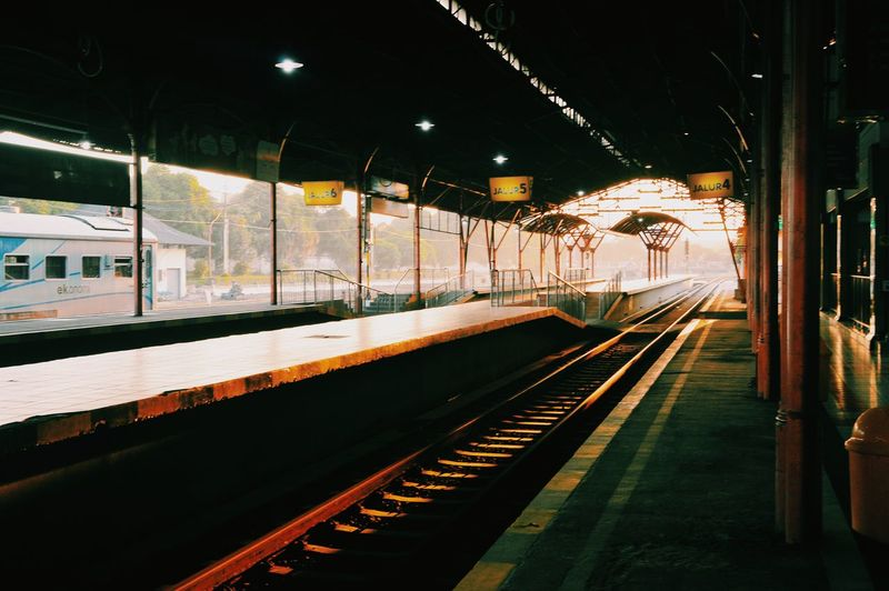Train Station Traveling The Story Behind The Picture Check This Out