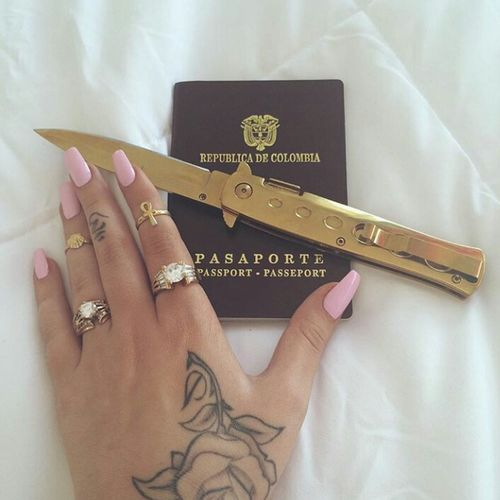 Kali Uchis Switchblade Blade Knife Passport Photography Model Aesthetics Gorgeous Pinknails Handtattoo Tattoo Style