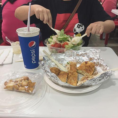 好市多Costco Taiwan Chiken Salad Cola Salad Food And Drink Food Freshness Table Indoors  Ready-to-eat Sweet Food