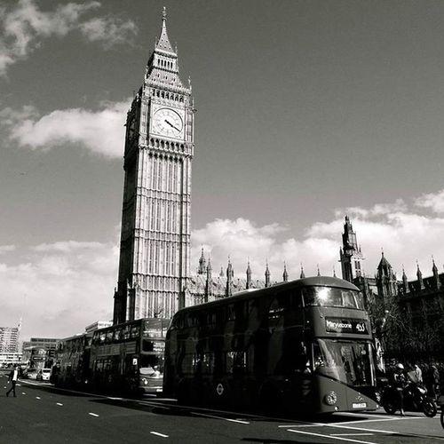 On time Time Bigben London Londoning Uk Blackandwhite Black White Beyaz Siyah Siyahvebeyaz