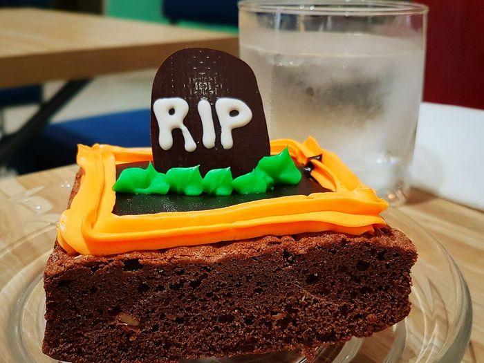 Grab something sweet this halloween. Trick or treat!!!😁 JoyToTheWorld Halloweentreats Sweetness Dessert Btownies