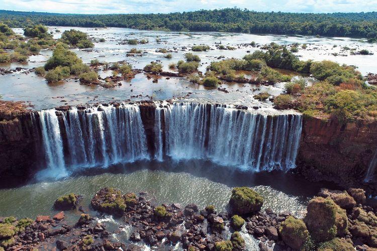 Aerial view of cataratas do iguaçu waterfalls, foz do iguaçu, brazil.