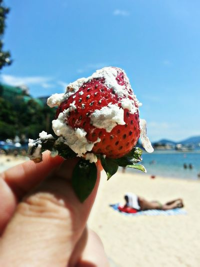 Taste of Summer Relaxing Beach Time Enjoying Life Mobile Photography Summerscent Eeyem New In Eeyem Colorful Food Strawberry Cake