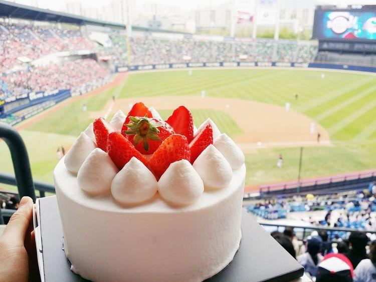 Cake and baseball