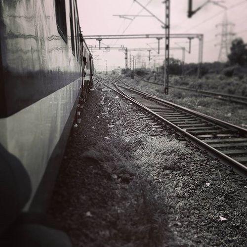 Mumbai railwayline...click....effect...b&w...😎😎📷 Like4like Click4click Instaclick Instalike Followme Follow4follow Maharashta_ig Mumbaibizarre Mumbaikar Railwayline Effect Blackandwhite Thephotosociety Thebest Picoftheday Indian_pg