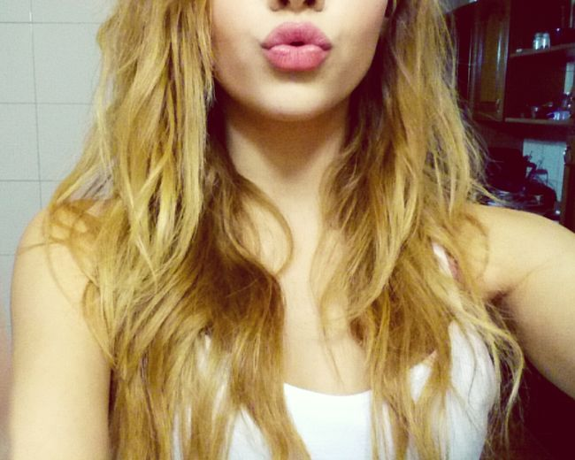 Goodnight Hanging Out Taking Photos Check This Out That's Me Hello World Cheese! Relaxing Hi! Enjoying Life Lovelovelove Italiangirl Hair Blonde Italy Hairstyle Curly Hair Selfietime Webcam Leccesi Kiss Lips