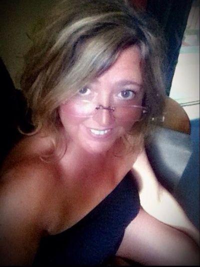 Ugly Portrait No Makeup Smile :) Self Portrait glasses