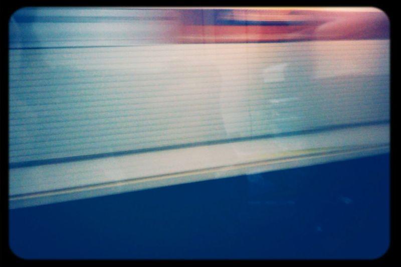 tren istasyonunu cekmeye calisirken camdan kendini cekmece
