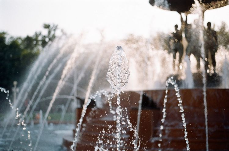 Fuji Film Film Photography Water 35 Olympus Om-2n Hanging Out Relaxing Fountain Stream Splash Superia Manual Park Walking Sun