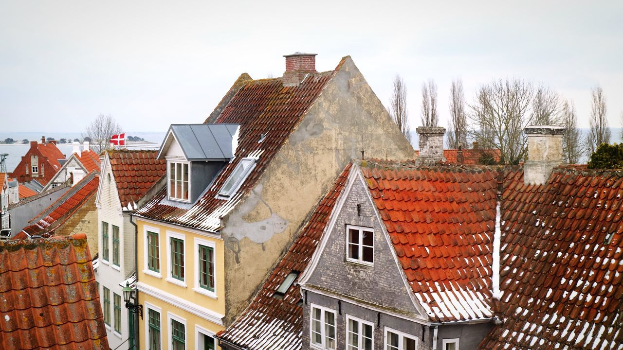 architecture, building exterior, built structure, roof, house, tiled roof, residential building, no people, day, outdoors, sky, window, town, chimney
