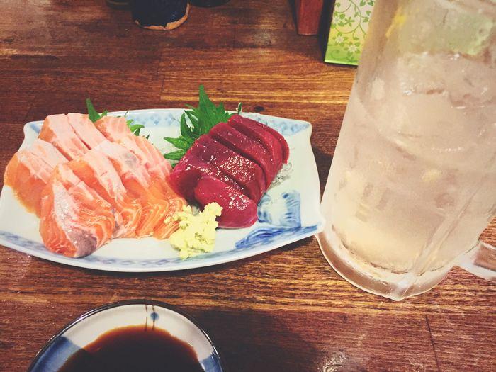 仕事帰りに一杯❗️桜鱒とサメの心臓のお刺身で乾杯